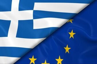 An image of the flags of Greece and Europe together